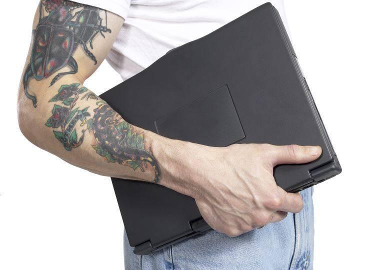 Tatuagens e piercings ainda atrapalham na contratação de alguns cargos