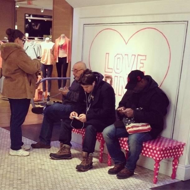 320f6428b Instagram mostra a tristeza que é acompanhar sua namorada para as ...