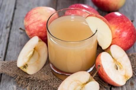 Especialista diz que suco de maçã com salsão é um ótimo remédio caseiro para emagrecer