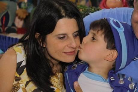 Célia Regina Pesquero foi agredida pelo marido, que, em seguida, pulou de prédio com o filho de seis anos do casal