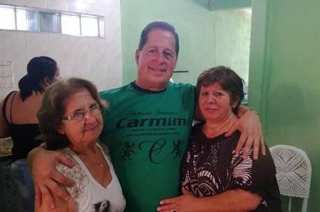 Dona Ana, matriarca da família Paiva (esq.), Marco Antonio, filho mais novo, e Ilda, uma das crianças sequestradas