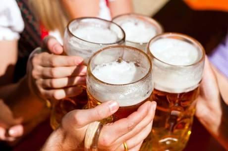 Álcool provoca hipertensão, além de vários problemas no sistema nervoso central e gastrointestinal