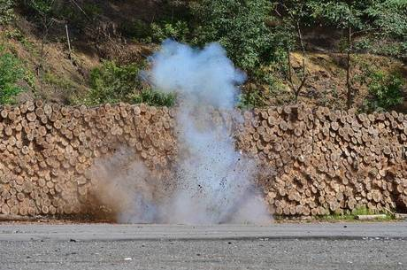 Polícia apresenta arsenal apreendido com Black Blocs