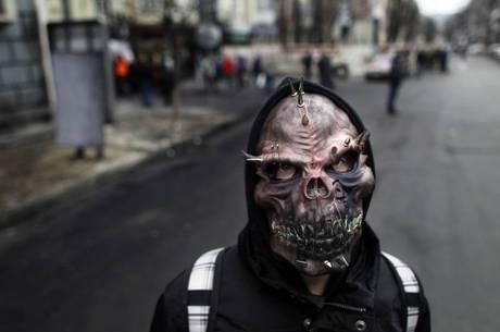 Manifestantes armados e mascarados não podem ser considerados como um gorveno, defendeu o premiê russo,  Dmitri Medvedev