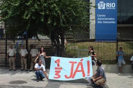 Parte da categoria se reuniu em frente à Prefeitura do Rio