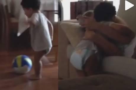 Dani Souza comemora gol de Bruno Lucas