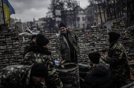 Muitos manifestantes ucranianos permanecem acampados em Kiev
