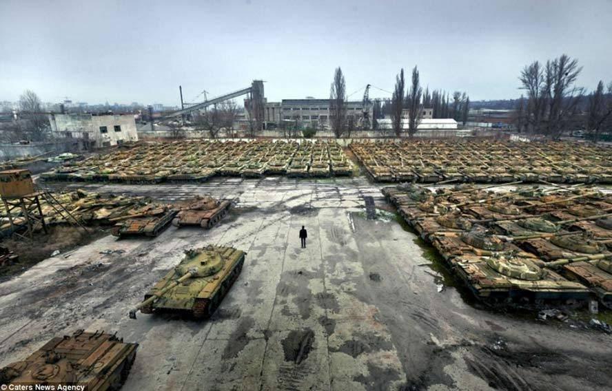 Ucrânia vende veículos oficiais à beira da falência