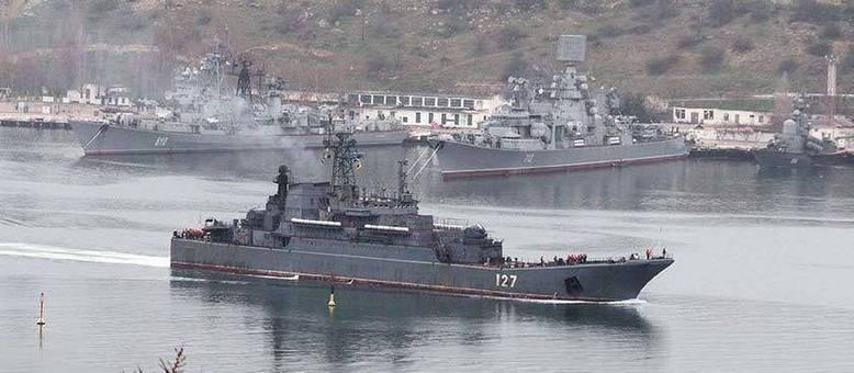 Marinha russa bloqueia canal entre Rússia e Crimeia