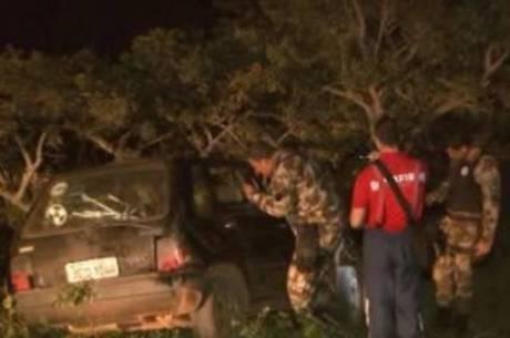 Carro com dez pessoas bateu em uma árvore próximo a uma fazenda no DF