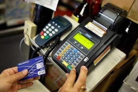 Moradores da periferia mantêm o consumo parcelando as compras em mais vezes