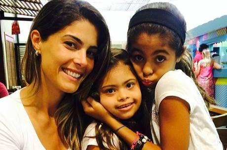 Romário posta foto da ex-mulher e filhas