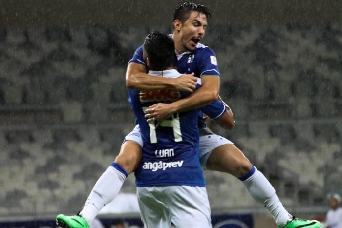 Cruzeiro vence Tupi de virada e garante primeiro lugar com uma rodada de antecedência