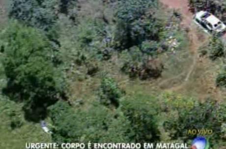 Corpo da vítima está a 15 metros do carro queimado, segundo a Polícia Militar do DF