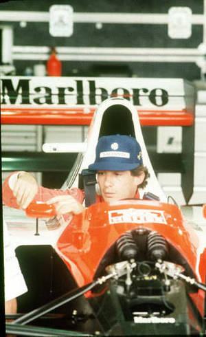 Boné azul de Ayrton Senna ficou tão conhecido quanto capacete amarelo