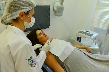 """A fisioterapeuta Fernanda C. Lima admite que só procurou o dentista após sentir dor no dente: """"Nem pensei em fazer checkup"""""""