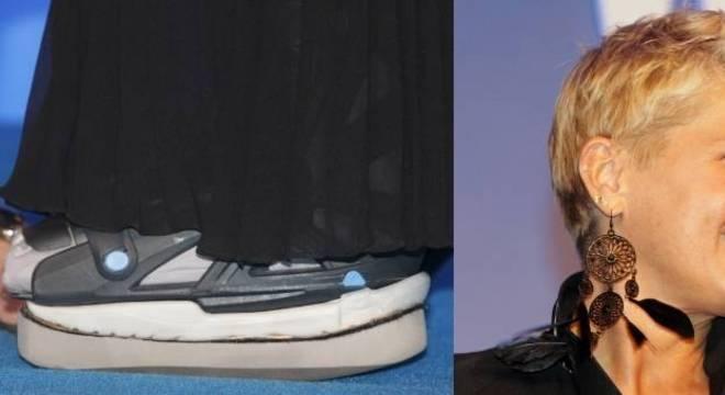 Pé de Xuxa com bota ortopédica e curativo