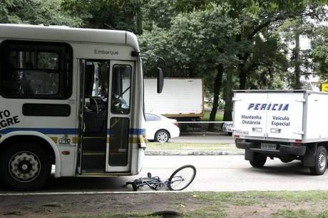 Jovem morreu após ser atropelada por ônibus na capital