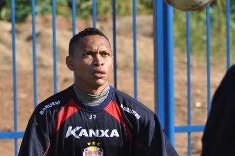 Atualmente, Alex Maranhão defende o Grêmio Barueri