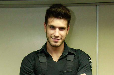 Guilherme Leão faz sucesso como segurança do Metrô