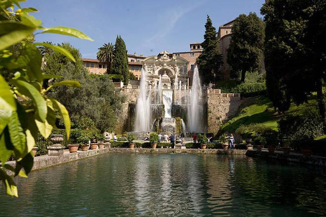 Villa d'Este é um palácio da Itália situado em Tivoli, próximo de Roma. Programe o passeio - villadestetivoli.info/storiae.htm