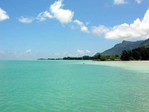 As ilhas Seychelles ou República das Seicheles, localiza-se no Oceano Índico, a norte e nordeste de Madagáscar. Além do lindo jardim, as águas cristalinas vão te hipnotizar - seychelles.travel