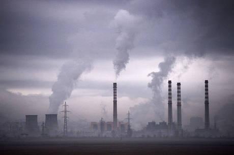 Laurent Fabius apresentou o primeiro esboço do acordo sobre a redução de emissões de gases de efeito de estufa