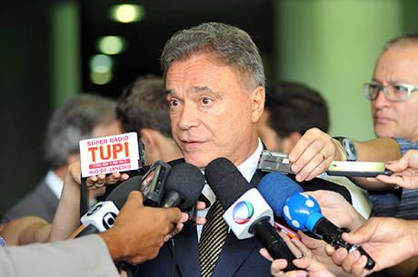 Álvaro Dias, Romário e Magno Malta lideram desempenho nas redes sociais entre os senadores