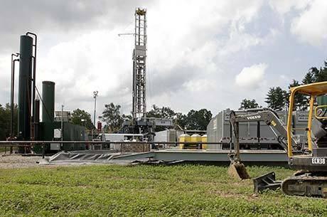 Plataforma para extração de gás de xisto em Salesville, Ohio