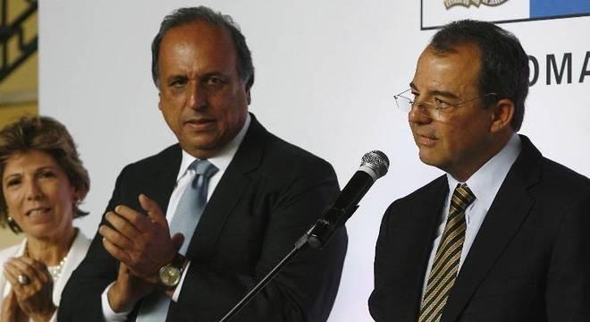 Sérgio Cabral fez um discurso de despedida do cargo de governador, antes de passar bastão para Pezão