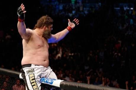 Roy Nelson nocauteou o brasileiro Minotauro no UFC Fight Night 39