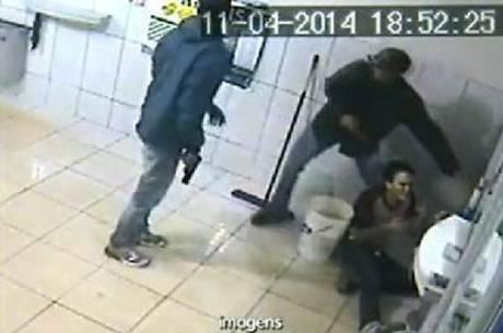 Homem é atingido por tiro na cabeça enquanto trabalhava