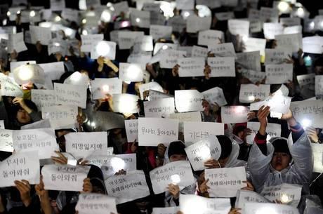 Alunos da escola da maioria desaparecida fazem vigília a favor deles