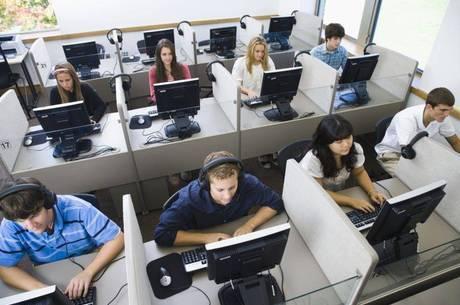 Função de operador de telemarketing oferece 40 oportunidades