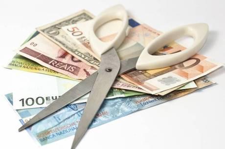 Pesquisa aponta que 84% dos entrevistados confirmaram que cortaram custos nos últimos 12 meses