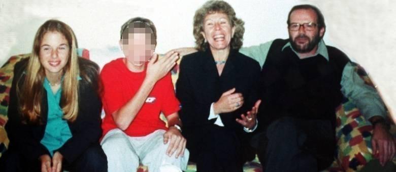Suzane von Richthofen (esquerda) foi condenada a 39 anos de prisão pela morte dos pais, Marísia e Manfred (direita)