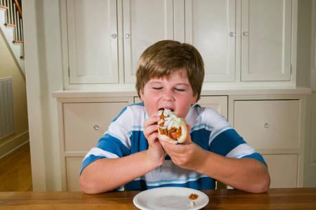 Excesso de peso é fator de risco para diversos tipos de doenças