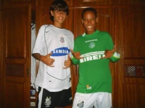 f25b4762aceea ... Uma imagem do atacante vestindo a camisa do Palmeiras vazou na internet  quando o jogador ainda ...