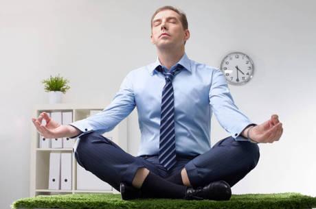 Meditar combate estresse, obesidade e depressão