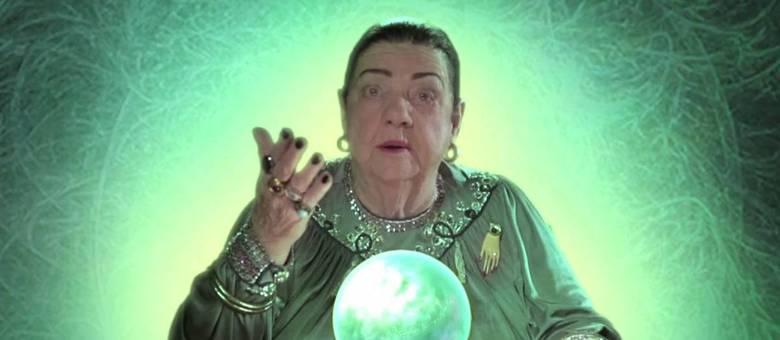 A vidente paulistana Benedicta Finazza, em um comercial da MTV 2013: Mãe Dináh morreu em SP
