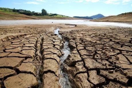 Nível dos reservatórios mantém queda pelo 16º seguido