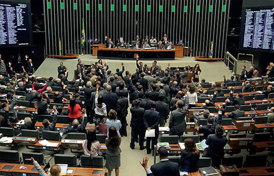 Câmara aprova PEC que tira de Dilma certeza de indicar mais 5 ministros ao STF