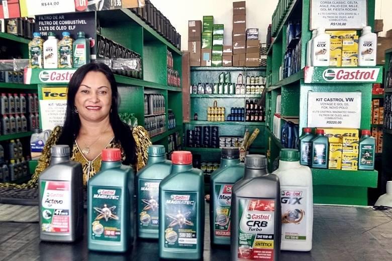 Vendedora visionária vira 'rainha' da troca de óleo