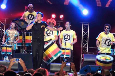 Banda lamenta pouco espaço nas rádios para o samba reggae