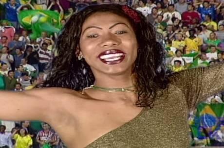 Ines Brasil em seu clipe oficial para a Copa