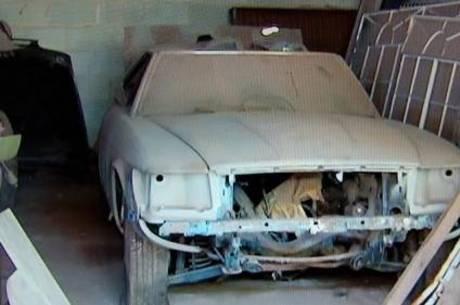 Mercedes SL 280 ano 82 não está nas melhores condições, mas em breve deve ser reformado