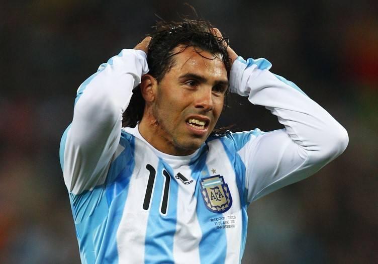 Com sinais de depressão, Tevez ainda sofre por não jogar a Copa