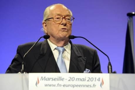 """Le Pen: """"O 'senhor' ebola pode ajudar a resolver isso em três meses"""""""