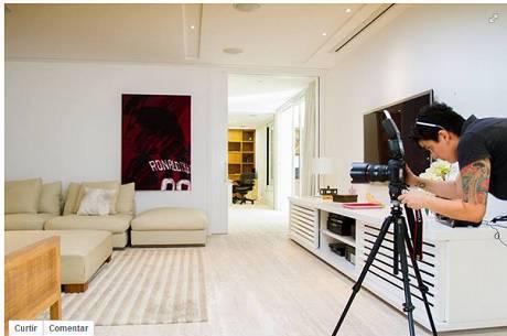 Anúncio no site Airbnb tem foto de uma das salas da mansão