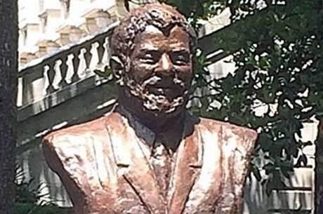 Lula é homenageado em exposição sobre os grandes homens das Américas e ganha busto ao lado da Casa Branca, nos EUA